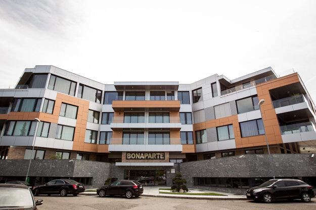 Podľa zverejneného zoznamu vlastní Bašternák iba byt, sklad a pár garážových státí v Bonaparte. (zdroj: SME/Jozef Jakubčo)